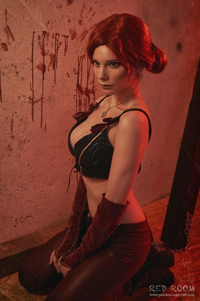 俄羅斯妹子COS《巫師3:狂獵》特莉絲性感爆表