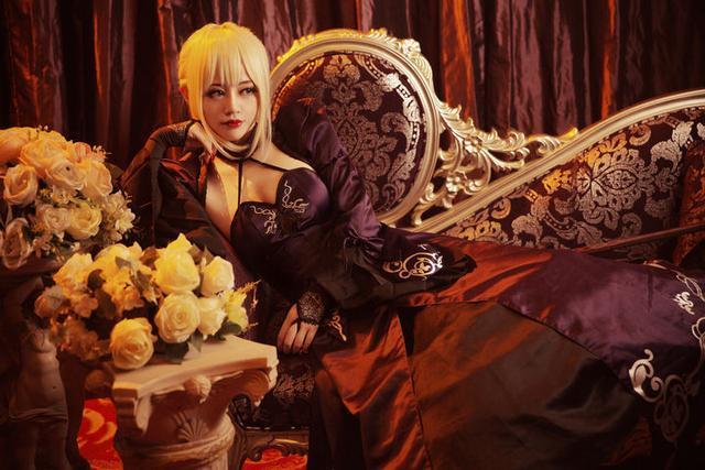 黑化Saber女王COS 高冷性感