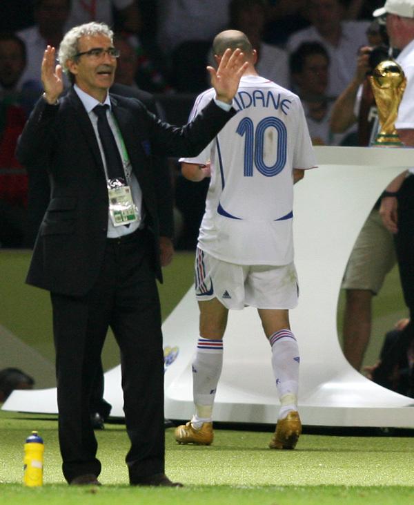 意大利在世界杯决赛上点球击败法国队夺冠.第111分钟,马特拉齐