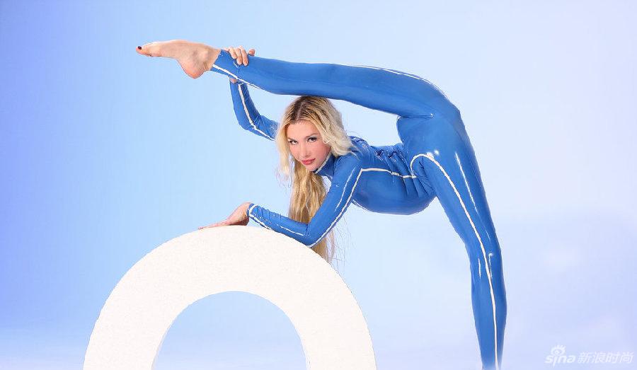 俄女子练就柔术可将自己装进冰箱
