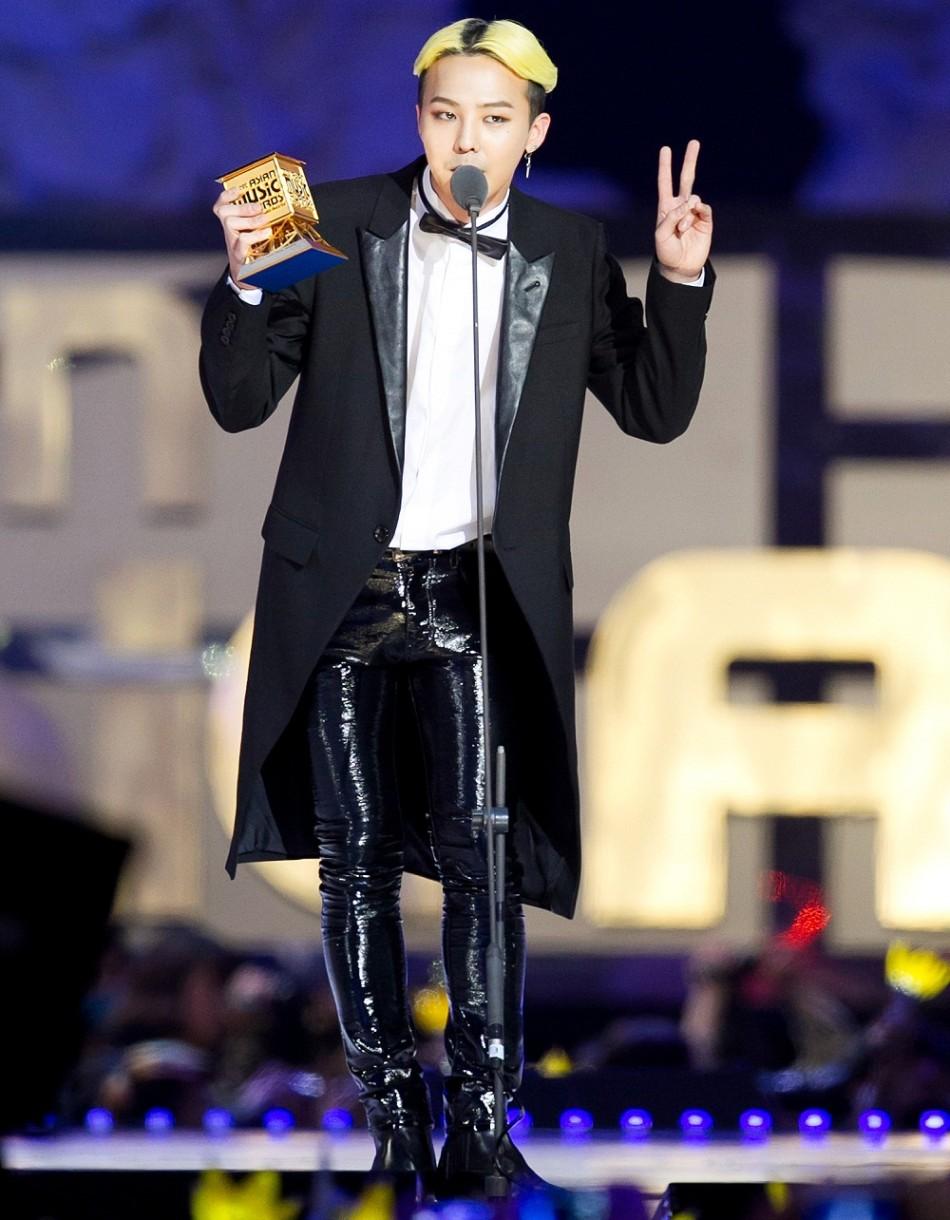 2013 MAMA颁奖典礼-米兰达身穿SAINT LAURENT短靴亮相纽约