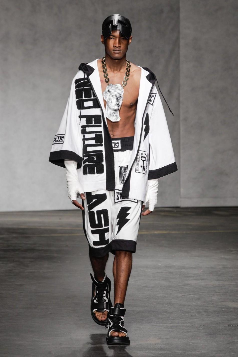 """但ktz 2015春夏男装系列难能可贵的是设计师走出""""黑白""""世界,加入激情"""