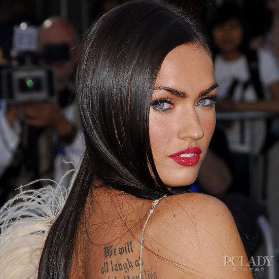 性感尤物变女郎梅根-福克斯,不管出多少张专辑都是以黑发为主的凯蒂