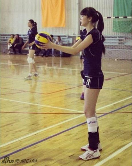 长腿欧巴不够看 哈萨克女排队员腿长120公分