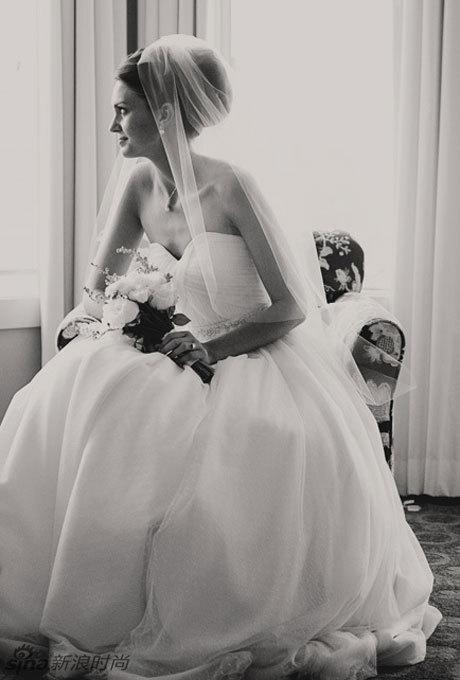 19款适合佩戴头纱的新娘发型图片