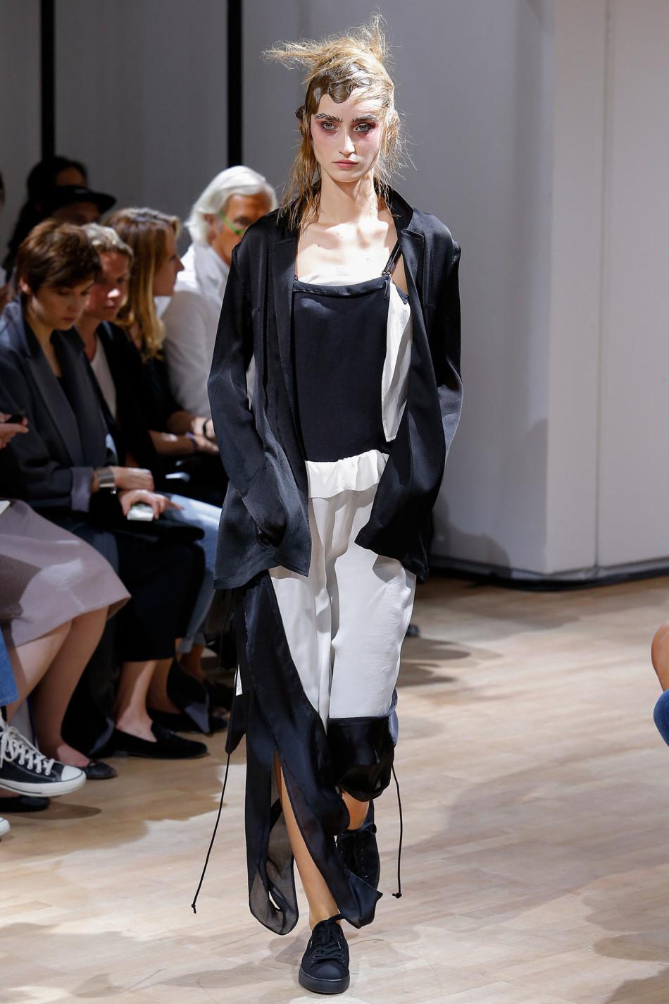 2015春夏巴黎时装周发布会 山本耀司 Yohji Yamamoto 时装秀图片