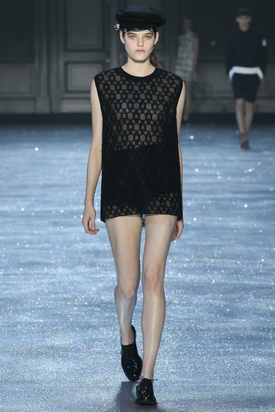 2015春夏巴黎时装周发布会  Moncler Gamme Rouge 蒙克莱 时装秀图片