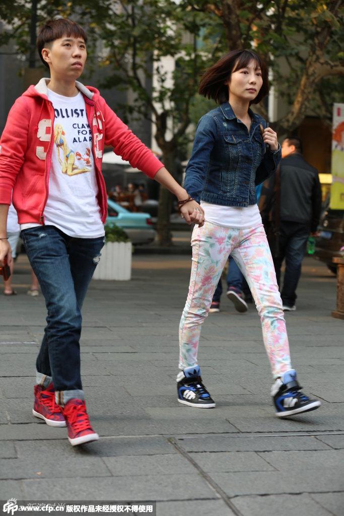 秀场外也很精彩 街头潮人齐聚上海时装周