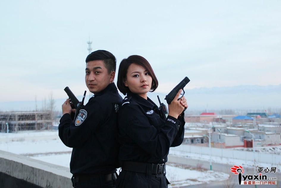 """警察情侣拍""""武装""""婚纱照"""