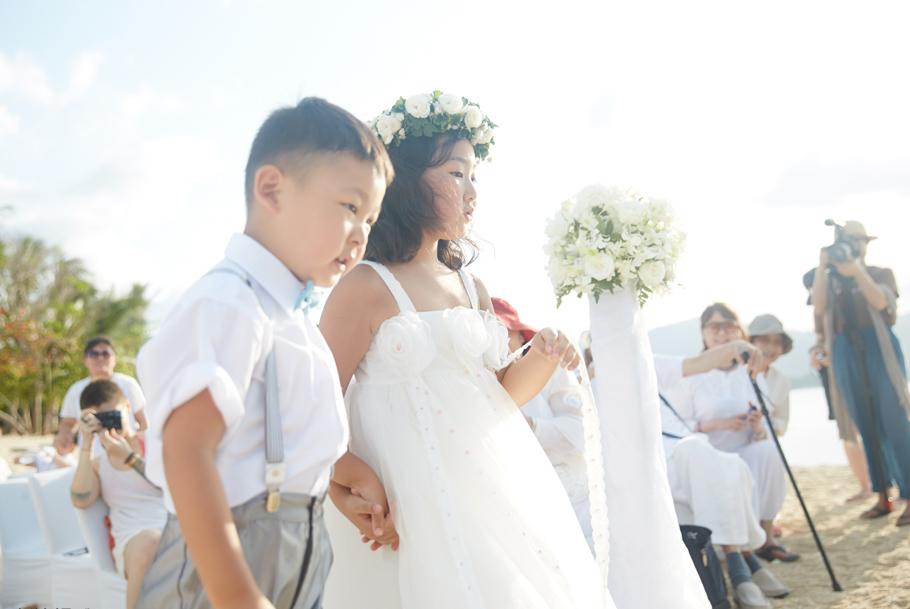 管虎梁静海边婚礼照曝光 浪漫幸福的十年