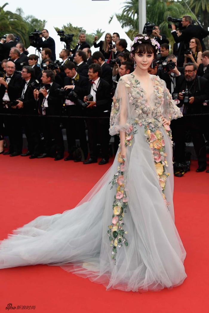 戛纳戛纳,第71届法国国际电影节逐渐进入尾声,众星对红毯的热情也在科幻电影钻洞机图片