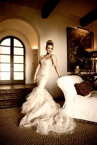 她的这套婚纱告诉我们:当年那个可爱的少女长大啦!