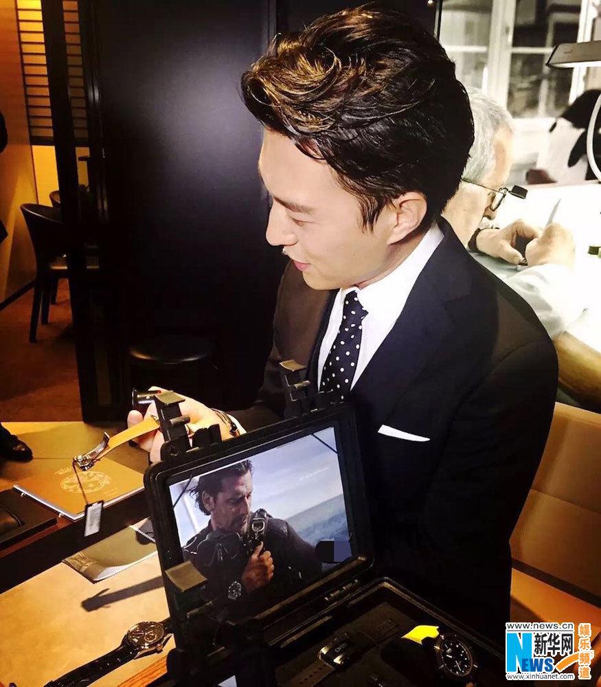 月17日,著名演员靳东亮相第44届巴塞尔世界钟表珠宝博览会.这是