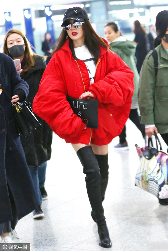 每日美搭 杨幂红衣配长靴潮范儿出街图片