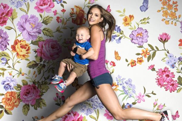 美女辣妈带宝宝健身走红