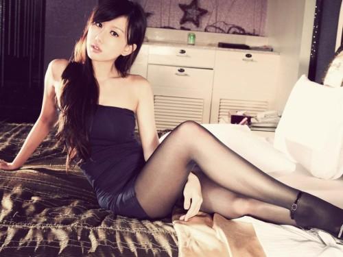 妩媚动人丝袜美女 爆乳细腿无比诱惑