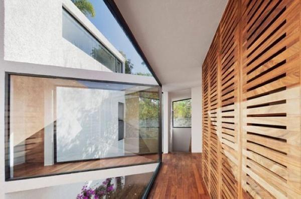 Humano设计,住宅有两层楼,上层是起居的空间和厨房,下层是卧
