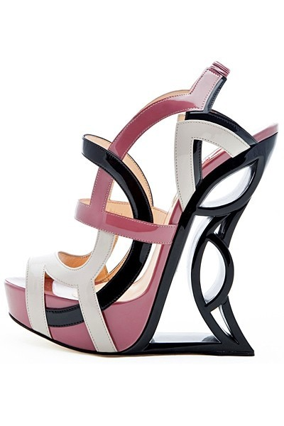 Vs2R 2013春夏系列美鞋完全展现了解构主义的设计美学.设计师在图片