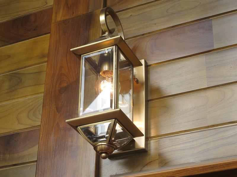 置身彩云南红木家具展区,古典高贵的家具设计,以及现代舒适的室