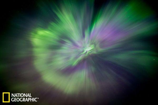 一周太空图:宇宙星爆般灿烂极光