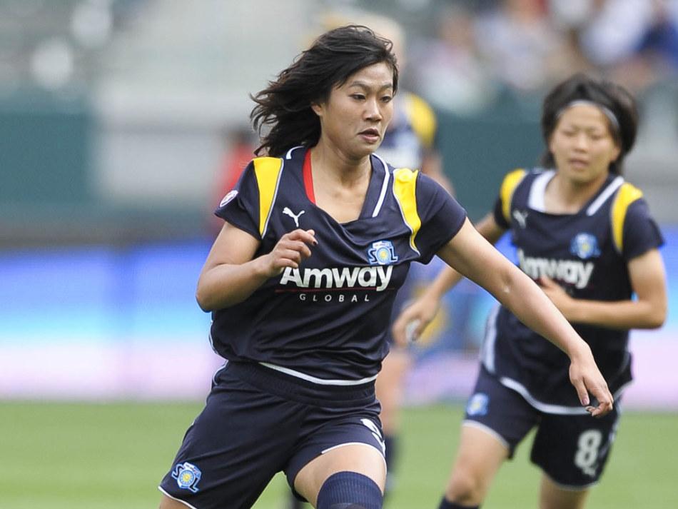 美女足职业赛揭幕 韩端马塔首发展玫瑰风采