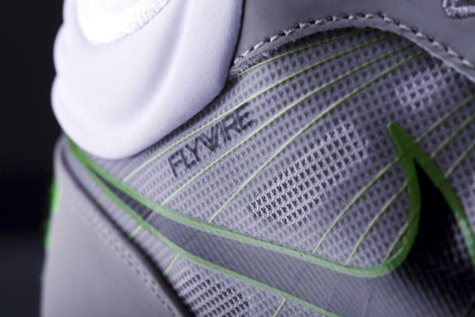 2010耐克训练日又为体育爱好者提供训练装备 包括Nike Pro Core贴身
