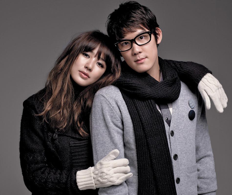 两人以成熟的形象亮相某韩国时装品牌画报的拍摄现场,吸引了众人