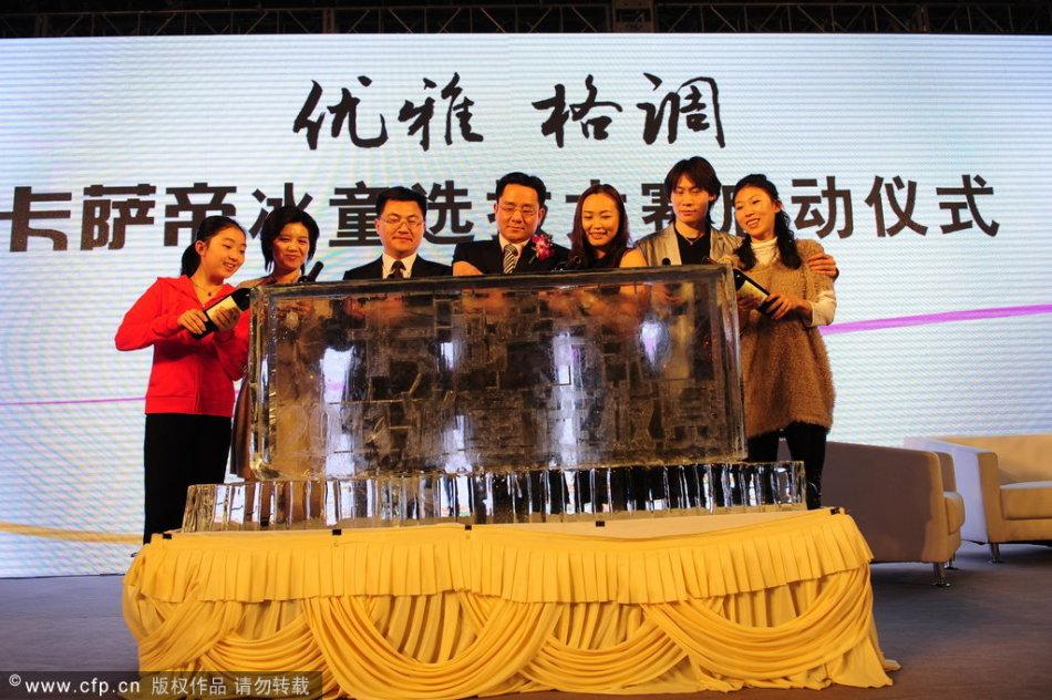 庞清佟健出席赞助商签约仪式_高清图集_新浪汀