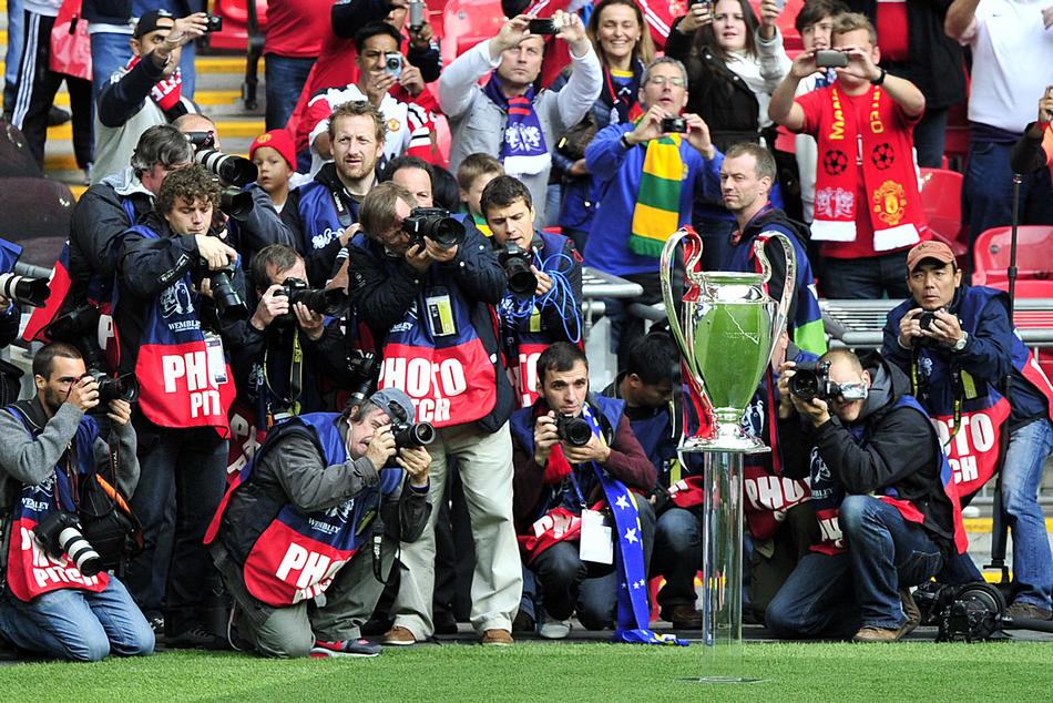 28日,本赛季欧冠决赛将在晚上展开最后的争夺.赛前7个小时两队