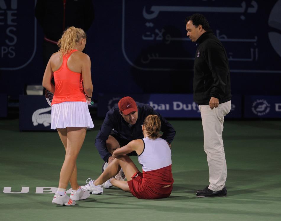 美少女网球赛场受伤记