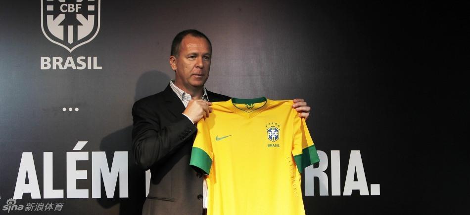 """-2013年度巴西新队服庆祝""""巴西风格"""". 新队服承载着共融性、创图片"""