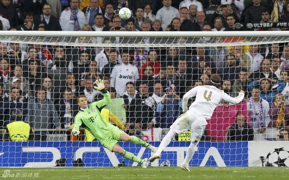 ...皇马点球大战1-3拜仁被淘汰,C罗、卡卡点球被诺伊尔扑出,拉莫...图片 300233 950x593