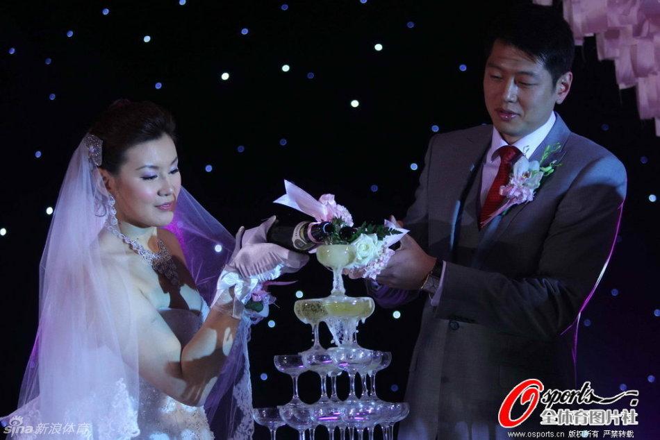 莫科周雅菲举办婚礼_高清图集_新浪汀