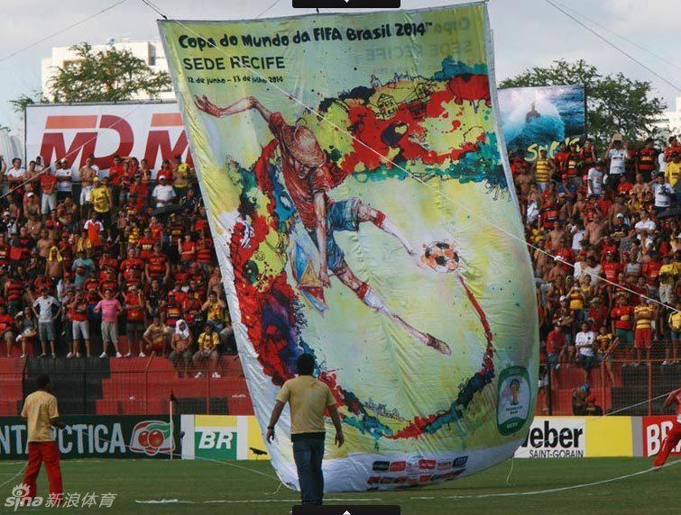 近日,2014年巴西世界杯举办城市海报公布.海报中足球图腾搭配绚丽图片