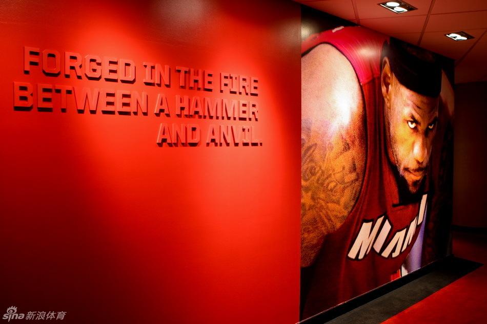 詹姆斯巨幅海报