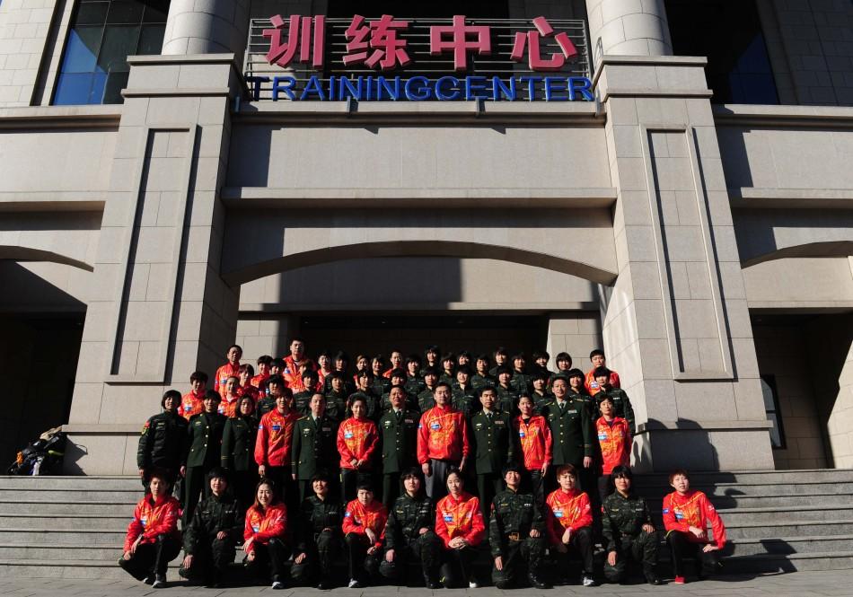 乒乓球女队来到中国人民武装警察部队特种警察学院参观学习并与教图片