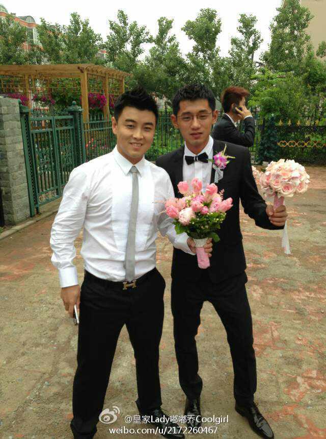在家乡长春迎娶总政歌舞团舞蹈演员闫博雅.在满座宾朋的见证下,