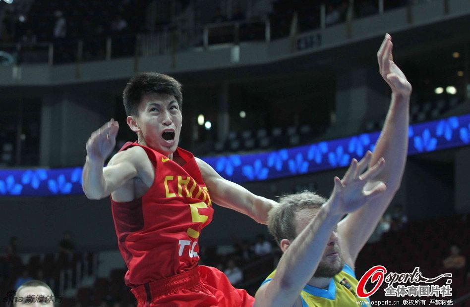 ,男篮亚锦赛,中国男篮VS哈萨克斯坦,刘晓宇开场后不就受伤被抬
