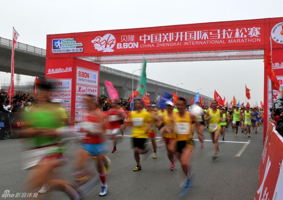 014中国郑开国际马拉松赛在郑州开跑,47000余名参赛者参加了全程