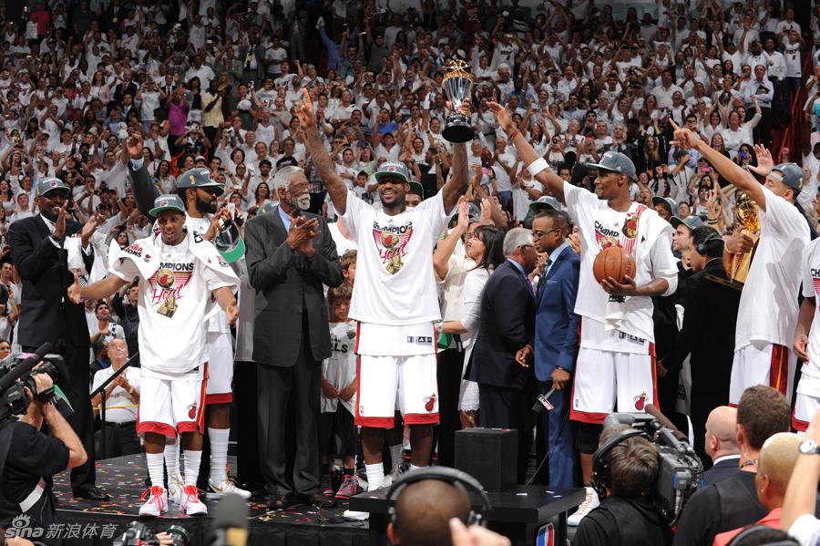 月12日凌晨,NBA巨星勒布朗-詹姆斯去向终于明了,小皇帝正式宣图片