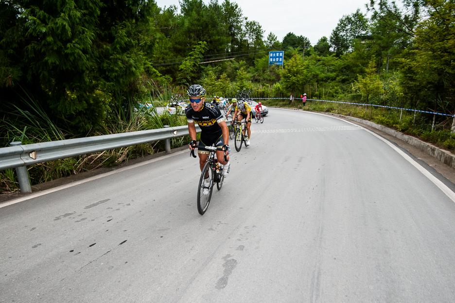4年环中国国际公路自行车赛于2日来到四川巴中市进行第一阶段第四图片