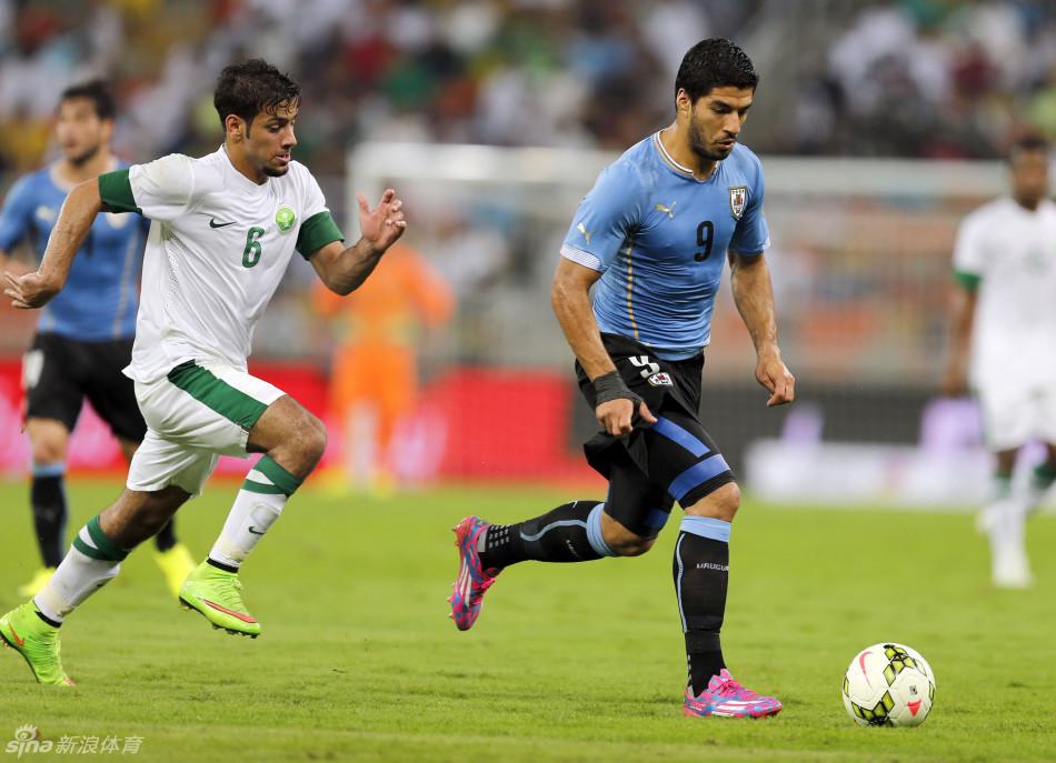 苏亚雷斯代表乌拉圭出战友谊赛