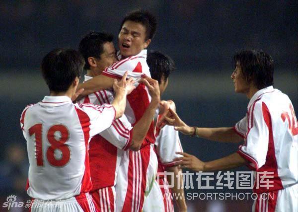 球,米卢领军的中国队1-0击败阿曼队,以5胜1平积16分的成绩,提