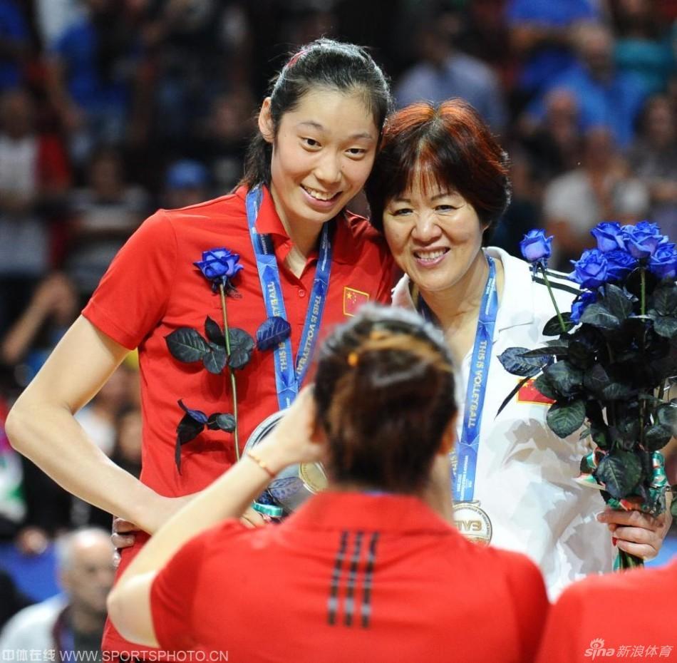 中国女排全体队员合影 高清图片
