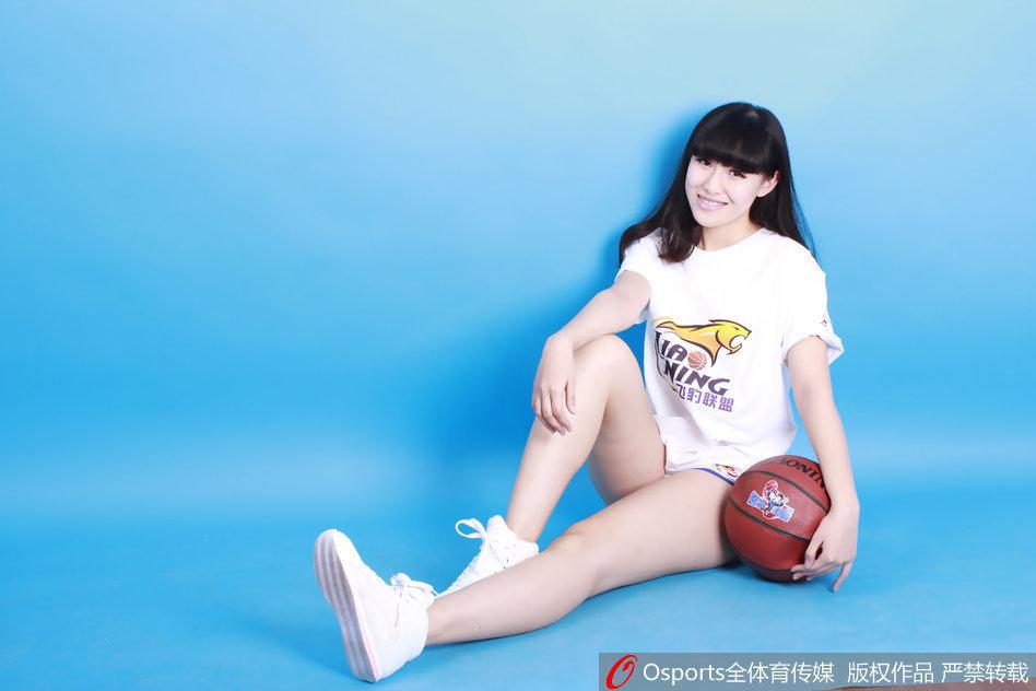 辽宁篮球宝贝性感写真助威球队_高清图集_新浪网