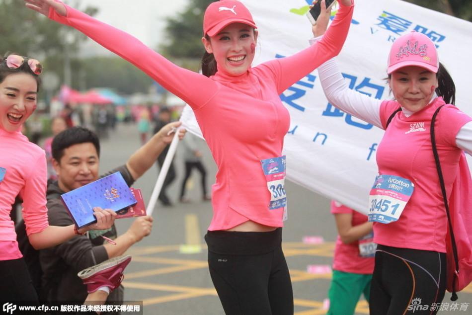 半程和体验组5.5公里的赛事,这也是国内首个女子专属马拉松赛事,