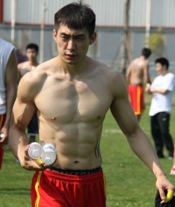 国内篮坛肌肉男_高清图集