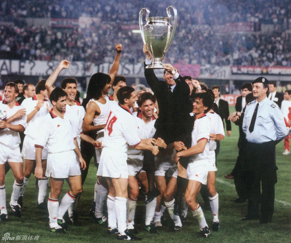 2015年欧冠决赛开赛在即,新浪体育带你回顾历届欧冠冠军捧杯的故事