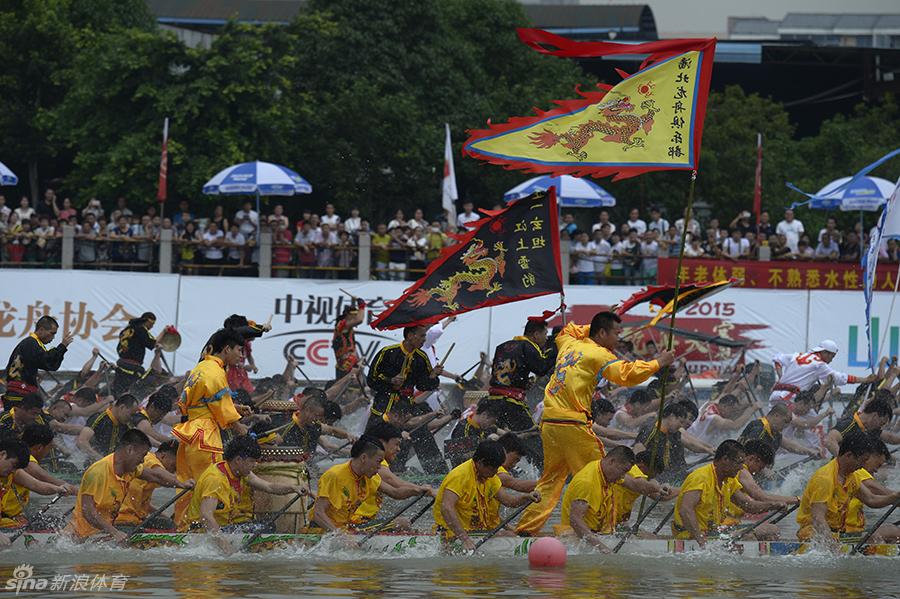 比赛分职业组、青少年组、温州传统龙舟组三个组别共12个项目.首