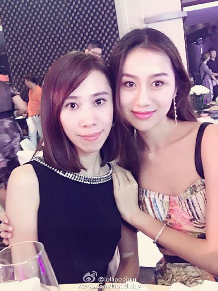 球员孙悦的妻子陈露在微博上传了与闺蜜合影的私房照,尽显可爱俏皮.